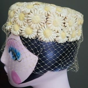 Vintage 🌼Daisy🌼 Hat with Veil